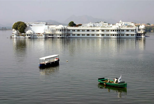 Udaipur Travel Guide - Hotel Taj Lake Palace
